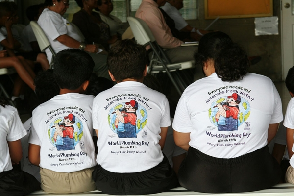 wpd-03kids-with-t-shirts172F2F9C-B1DC-A201-634D-08D569C61910.jpg